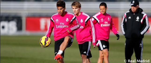 Her trener �degaard sammen med Real Madrid-stjernene