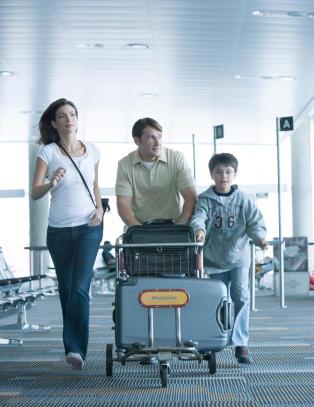 Internasjonal avtale gj�r barn til �voksne� fra de er tolv �r n�r de skal ut � fly