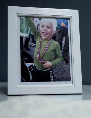- Elias (7) gikk sjelden hjem fra skolen uten � gi fra seg en klem