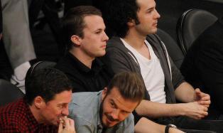 Sjekk hvem som satt ved siden av Ylvis-gutta i Los Angeles