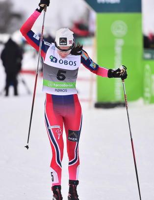 Heidi Weng kasta fra seg staven, sparka i sn�en og bannet h�yt