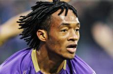 Fiorentina-sjefen bekrefter: - Cuadrado har signert for Chelsea