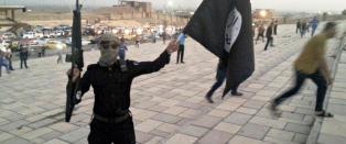 IS hevder de smugler terrorister p� flyktningb�ter. - De er i Europa for � realisere v�re trusler om angrep