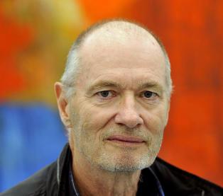 Danmarks mest kjente maler har blitt fargeblind: - Jeg har gitt opp