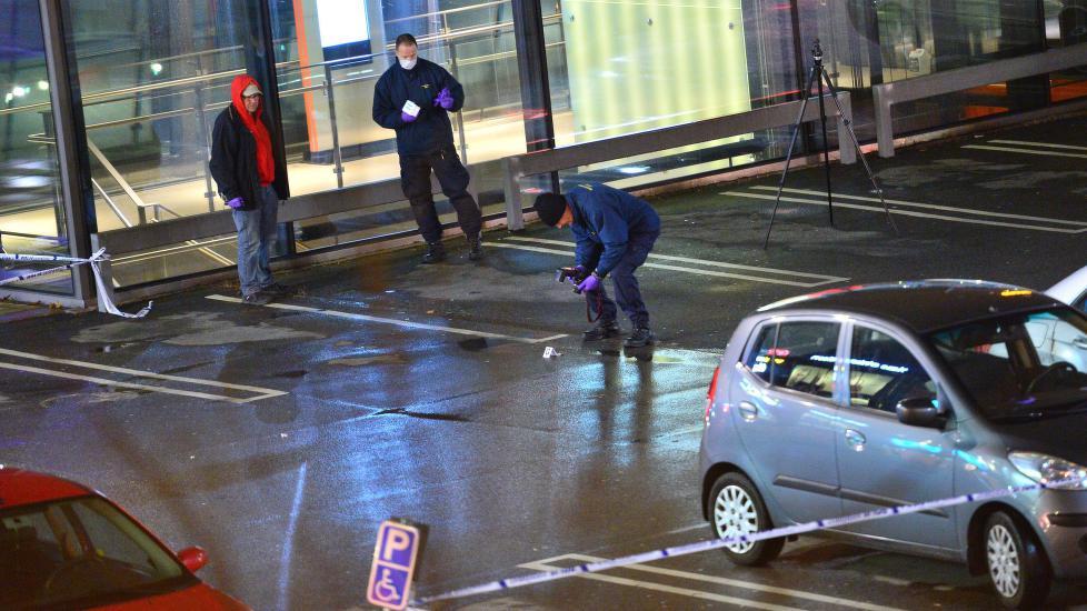 Gjengleder drept av maskerte menn utenfor kj pesenter i for X change malmo mobilia