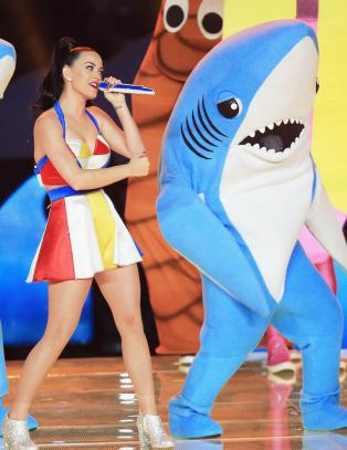 Latterliggj�res for opptredenen - n� forklarer �hai-danserne� hva som gikk galt