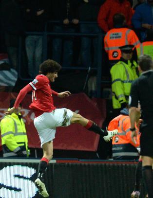 United unngikk pinlig tap etter kontroversiell scoring