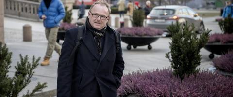 - Sandberg kan l�pe naken opp og ned Karl Johan uten at regjeringen faller