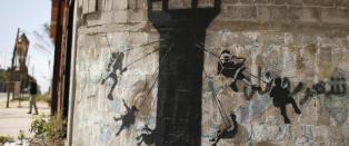 Banksy med kryptisk beskjed i �verdens st�rste utend�rs fengsel�