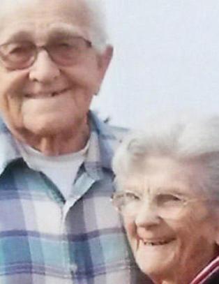 Violet og Floyd var gift i 67 �r og d�de mens de holdt hverandres hender