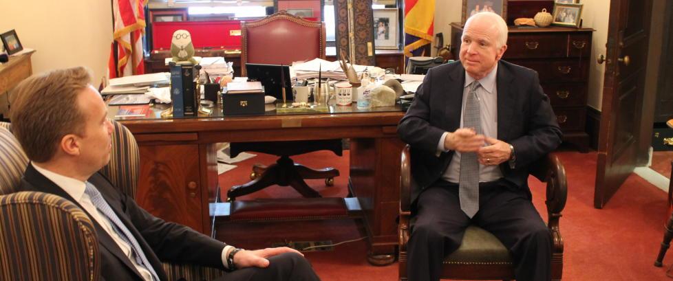 McCain til Dagbladet om Nato og Stoltenbergs h�ndtering av Ukraina-krisa: - Forventa nonsens