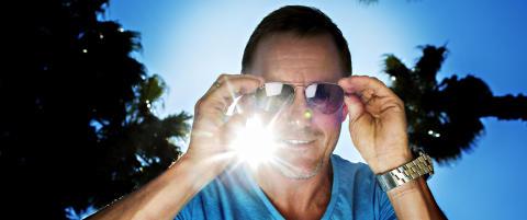 Brattbakk forklarer hvorfor han som pilot bruker pilotbriller