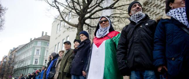 Samlet seg i ring rundt mosk� i Oslo
