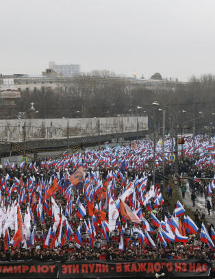 - 70 000 m�tte opp for � minne drept Putin-kritiker