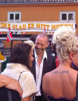 Bilder av intetanende mennesker i ny bok - ogs� Dagbladets reporter