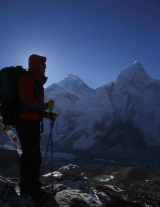 For mye menneskelig avf�ring p� Mount Everest: - Det begynner � bli helsefarlig