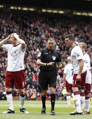 Tidligere Premier League-dommer har tatt Twitter-meldinger til politiet