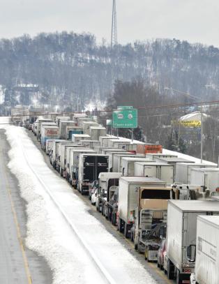 USA lammet av vinterstorm: Kaos p� veiene, skoler stengt og fly kansellert