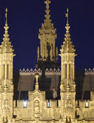 P�grepet etter �tte �rolige� timer p� taket av Parlamentet i London