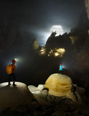 Forbinder Vietnam med sol og strender, men noen vil heller p� telttur i verdens st�rste grotte
