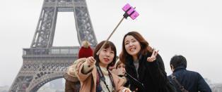 Selfiestenger forbys verden over