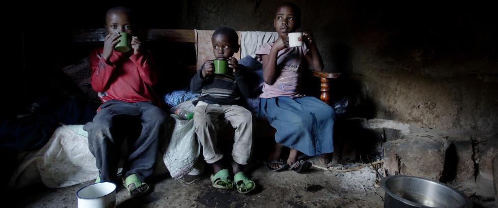 �Jeg skal dra og bes�ke tre s�sken i Tanzania. De har ikke et hjem, har ikke mat, har ikke foreldre. De har ingen�