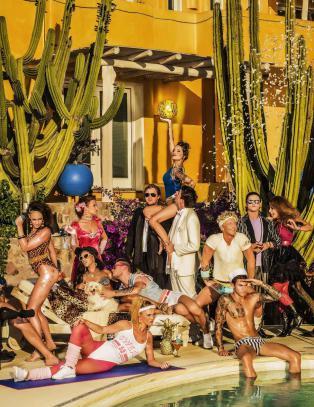 Se episode 7 av �Paradise Hotel� her
