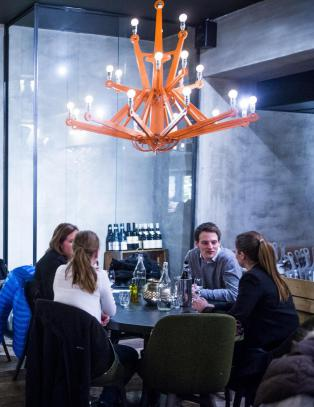 Folkelige Taverna'n  med vellykket pizza p� norsk