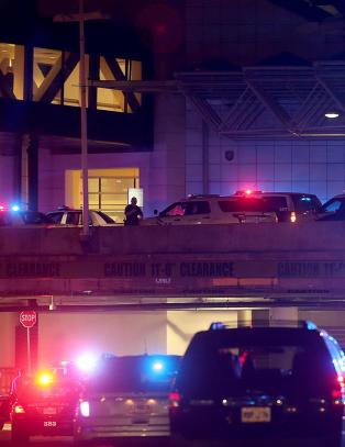 Mann med seks brannbomber i bag gikk amok med machete p� flyplass i New Orleans
