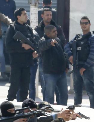 Jakter en tredje terrorist etter drapene i Tunisia