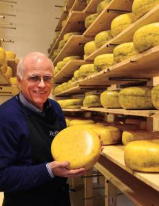 Ostemaker Trond Wahlstr�m pakker 35 tonn ost for h�nd hvert �r