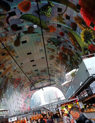 Rotterdams nye storstue har et av verdens st�rste kunstverk malt i taket