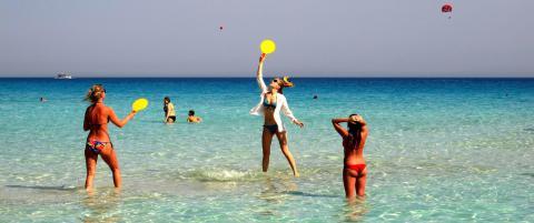 P� Kypros f�r du 300 soldager i �ret og det reneste badevannet i hele Middelhavet