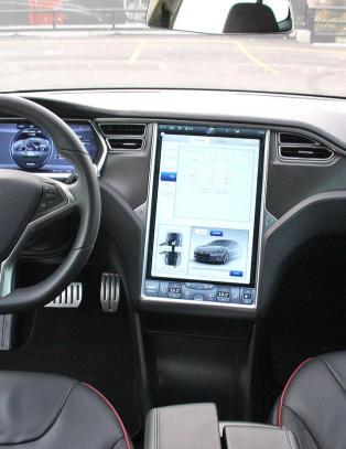 Tesla Model S kan miste kontakten
