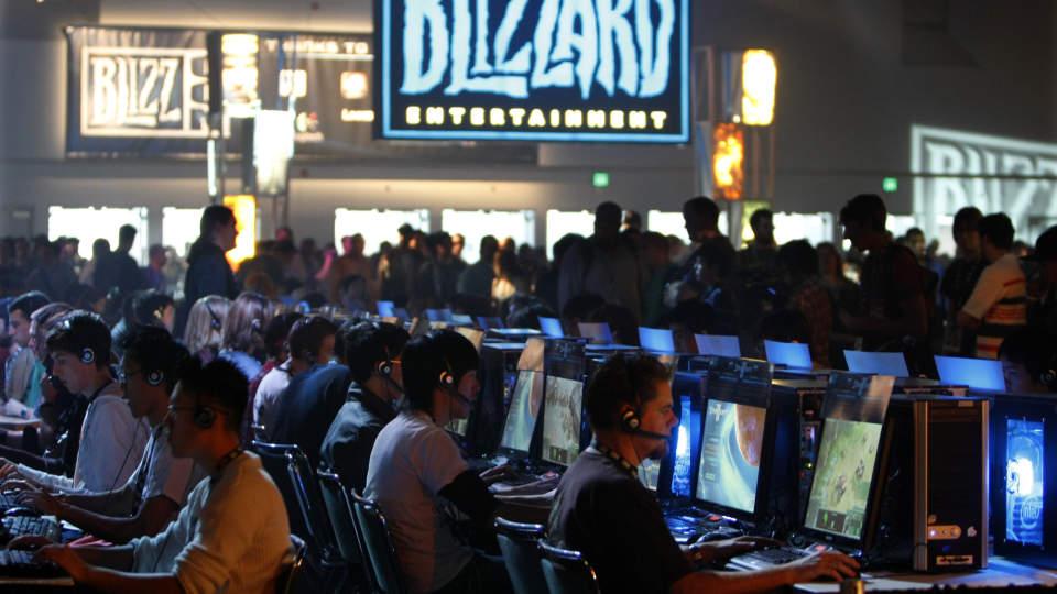 SOSIALT PROBLEM: De som spiller for mye dataspill kan ikke kalles avhengige, p�st�r en spesialist p� omr�det if�lge BBC. Foto: REUTERS / SCANPIX