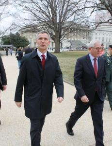Stoltenberg får ikke møte med Obama, men avviser knute på tråden