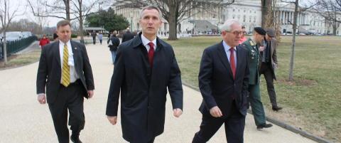 Stoltenberg f�r ikke m�te med Obama, men avviser knute p� tr�den