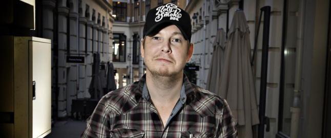 Fredrik Backman: - Jeg begynte � skrive fordi jeg fungerte d�rlig sosialt