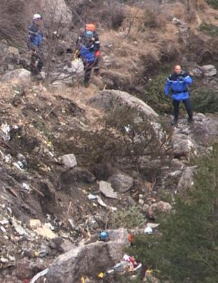 - Germanwings-pilot var l�st ute av cockpiten f�r flykrasjet