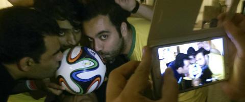 Milad og Hossein ventet i to dager p� flyplassen for � f� de billigste flybillettene fra Barcelona. N� er de d�de