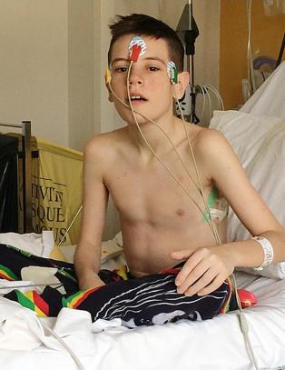14 �r gamle Dylan var United-spiller. N� bor han p� sykehuset - og vet ikke hvor lenge han har igjen � leve