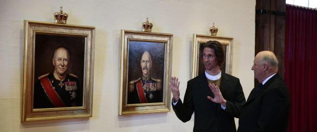 Tre nye kongeportretter er avduket