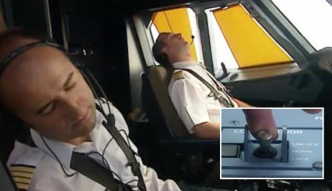 Introduksjonsvideo viser hvordan du tar deg inn i cockpit p� ulykkesflyet