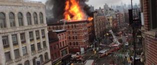 Stor eksplosjon i byg�rd p� Manhattan