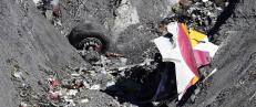 Eksperter: For tidlig � si om flykrasj var terror eller selvmord
