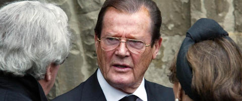 Raser mot Roger Moore (87) etter utspill om svart �James Bond�