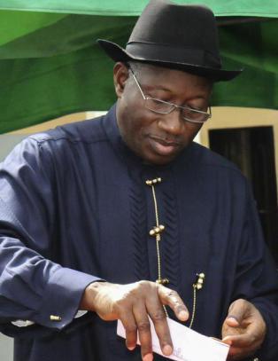 Valget i Nigeria m�tte forlenges etter tekniske problemer