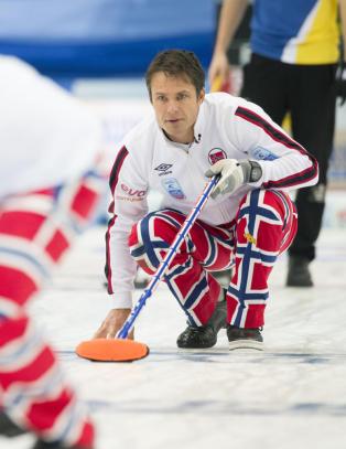 Norge tok knepen seier over Sverige i curling-VM