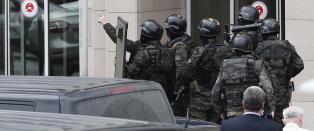 Politiet forhandler med gisseltakerne
