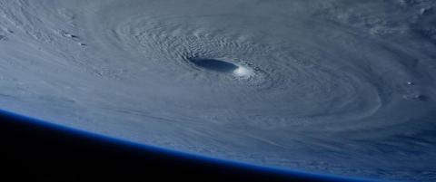 Her er super-tyfonen sett fra verdensrommet